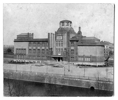 Nová muzejní budova zbudovaná v letech 1909–1912 dle návrhu architekta Jana Kotěry